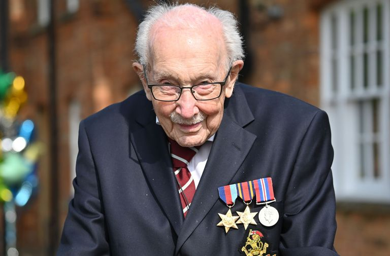 captain sir tom moore knighted queen private ceremony
