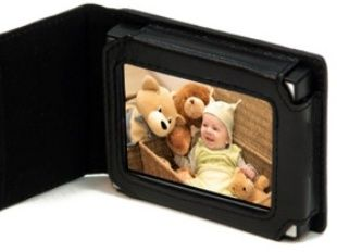 Nextar's new portable digi photo frame - the ideal Xmas pressie? Or the most pointless gadget of the month? You decide.