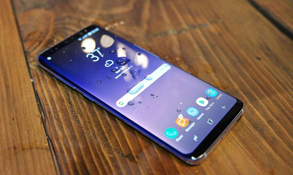on sale 09db0 696e9 Best Waterproof and Water-Resistant (IP 67/68/+) Phones of 2019 ...