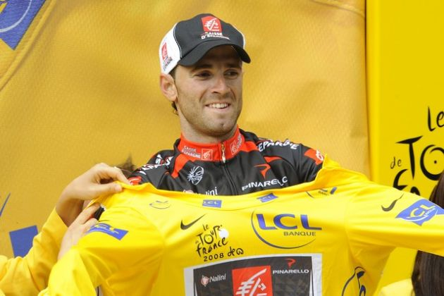 Alejandro Valverde gets the yellow jersey