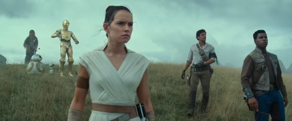 Daisy Ridley, John Boyega, Oscar Isaac in Star Wars: The Rise of Skywalker with C-3PO, BB-8, and Che