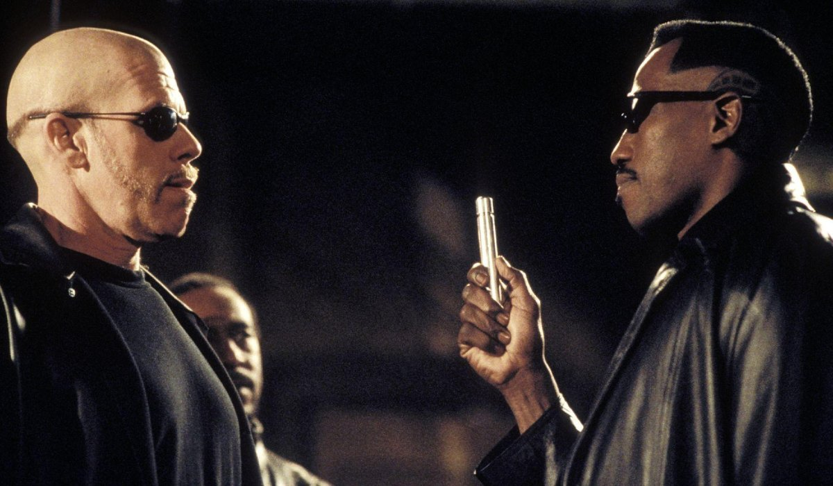 Blade II Ron Perlman and Wesley Snipes in a standoff