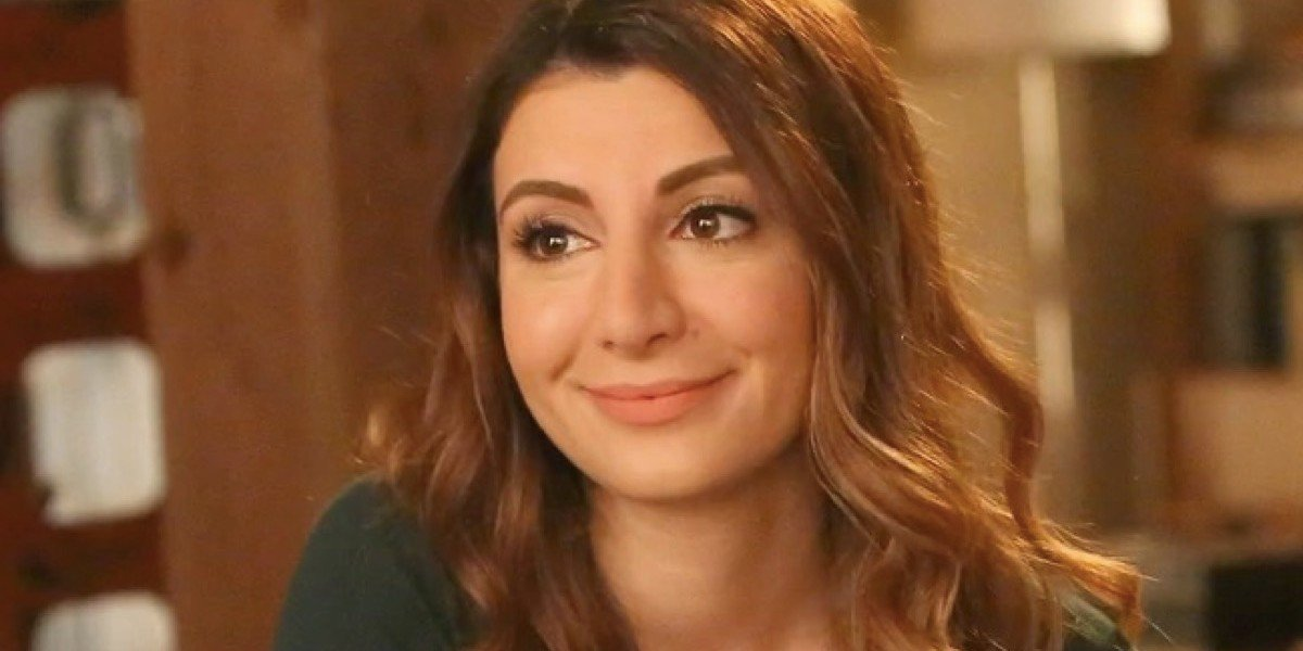 Nasim Pedrad in New Girl