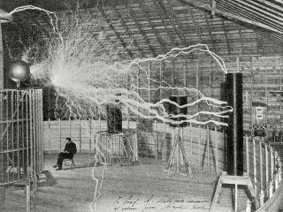 Nikola Tesla produces artificial lightning in his laboratory at Colorado Springs (1899-1900).