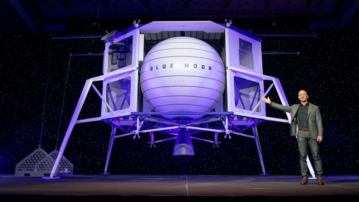 Jeff Bezos unveils Blue Moon – Blue Origin's new lunar lander