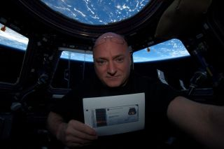 Scott Kelly with Mars InSight 'Boarding Pass'