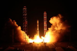 Proton Rocket Launches SatMex 8