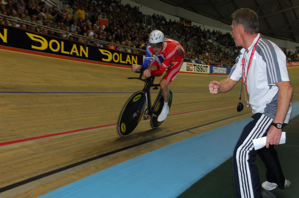 Shane Sutton paces Bradley Wiggins
