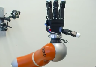 catching robot arm