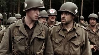 Damian Lewis and Ron Livingston walking in Band of Brothers