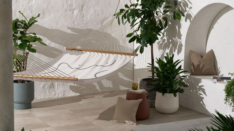 Garden hammock: Varena Body Outline Hammock