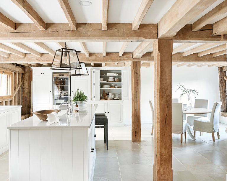 Country kitchen diner in white with white dining set