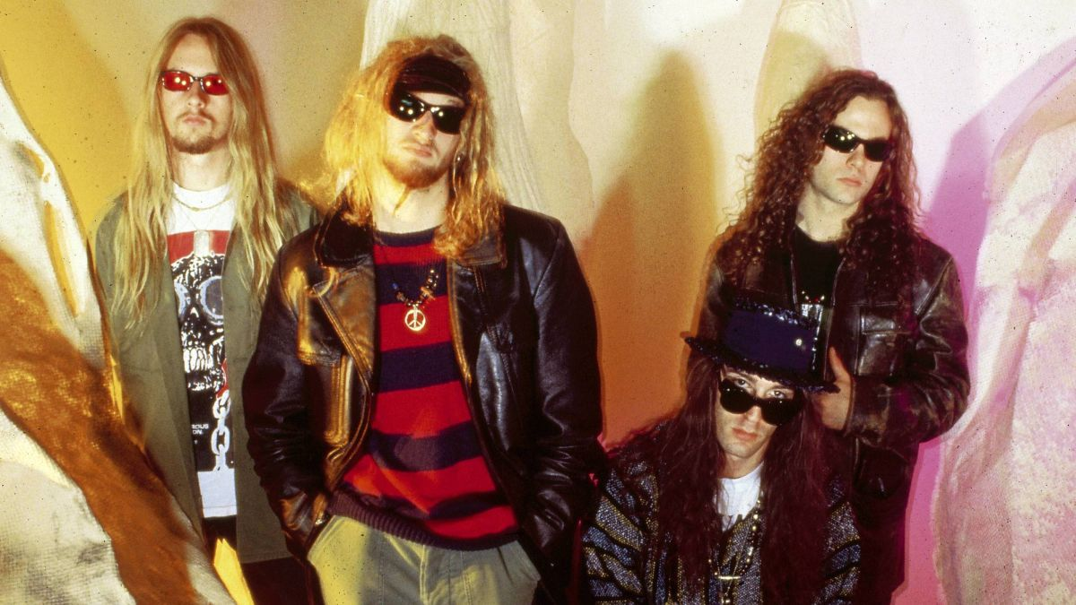 the top 10 best alice in chains songs louder. Black Bedroom Furniture Sets. Home Design Ideas