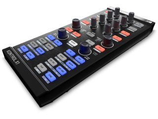 Traktor Kontrol X1 supports two DJing paradigms.