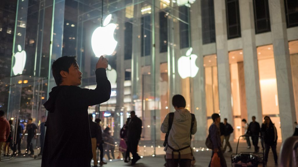 The awful truth behind the iPhone 6 launch lines