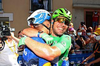 Mark Cavendish wins stage 13 at the Tour de France