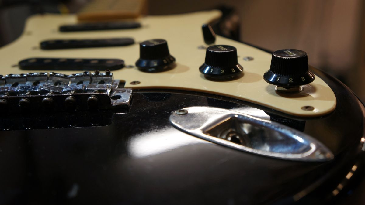 How to mod your Strat to sound like a Tele with a 7-way circuit