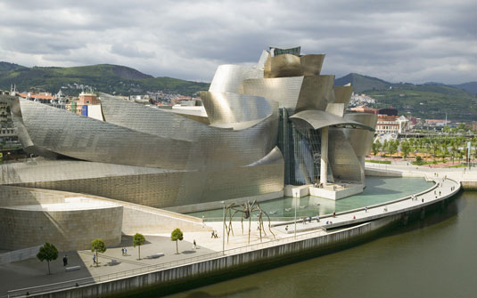 Famous buildings: Guggenheim Museum in Bilbao