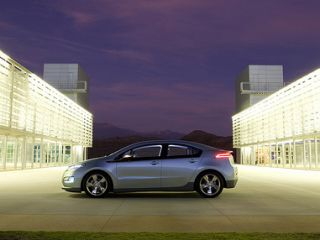 Chevy Volt on track for a 2010 launch