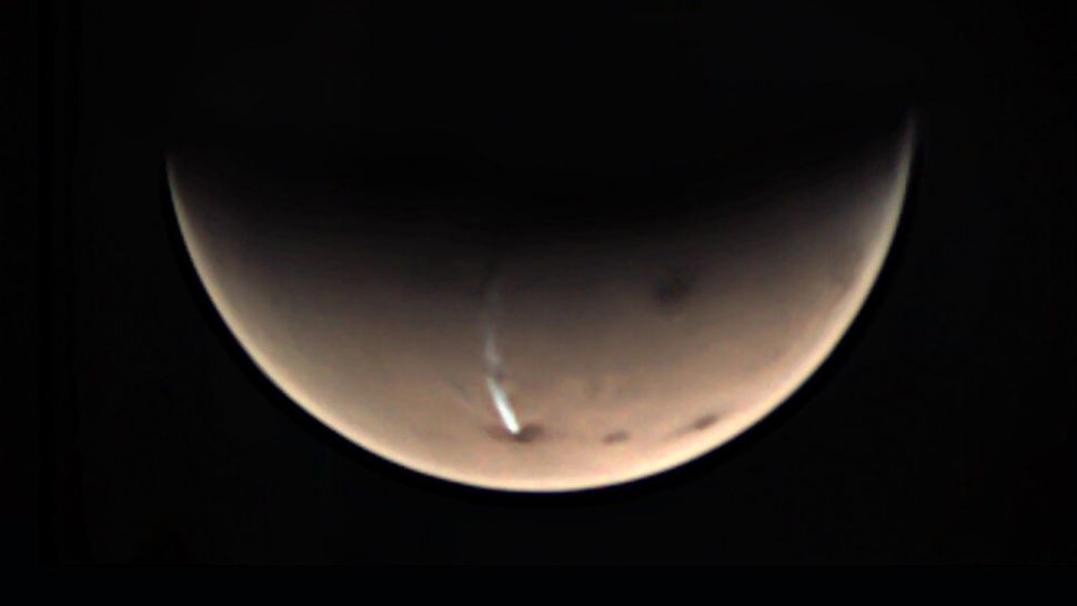 The weird long cloud on Mars is finally revealing some of its secrets