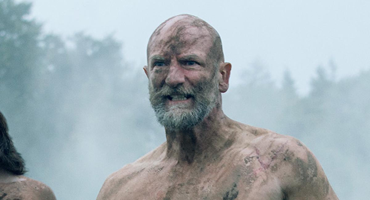 graham mctavish's Dougal MacKenzie shirtless on the battlefield in outlander season 3