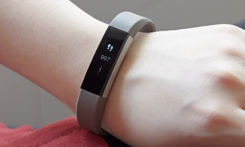 Fitbit Alta Review: A Skinnier Fitness Tracker | Tom's Guide