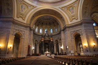 Cathedral of St. Paul uses Renkus-Heinz Iconyx