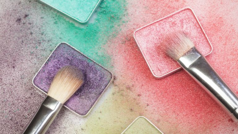 How to apply eyeshadow with colorful shadows and brushes