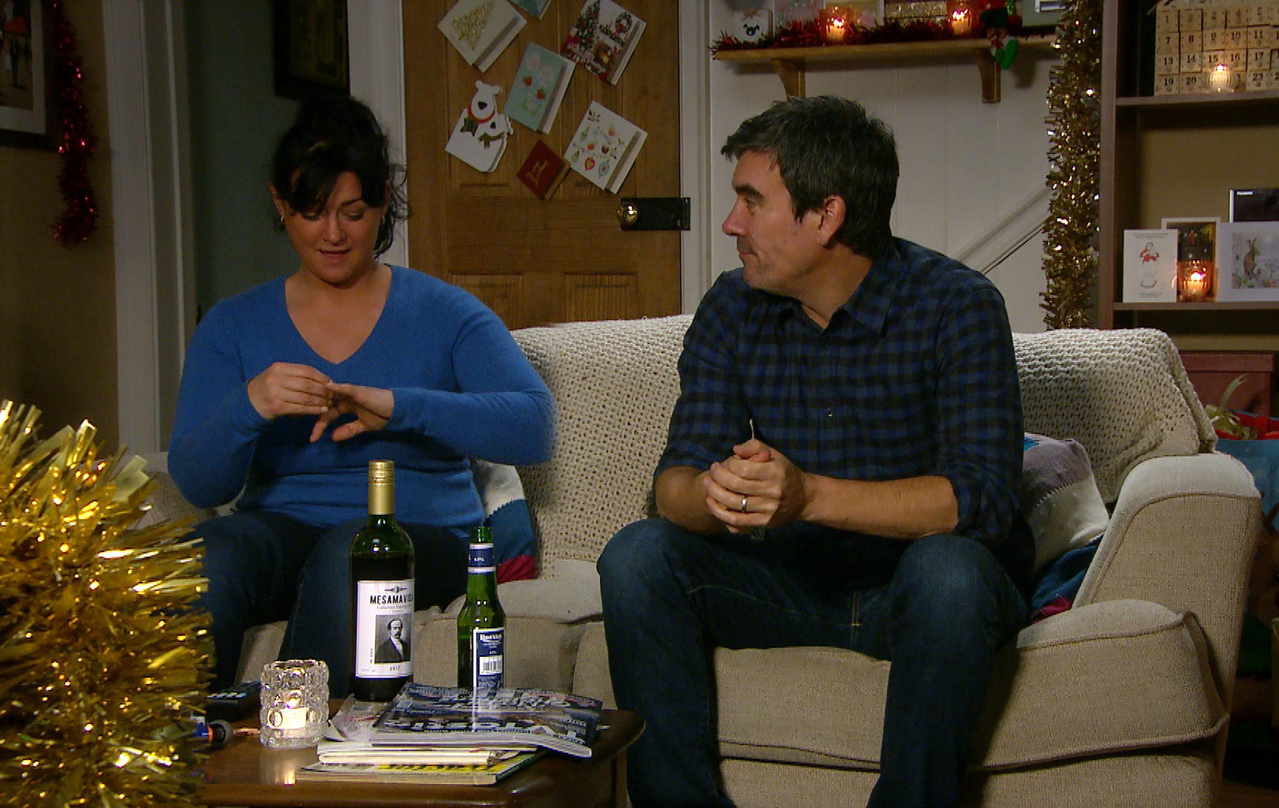 Cain organiza una noche romántica en Emmerdale