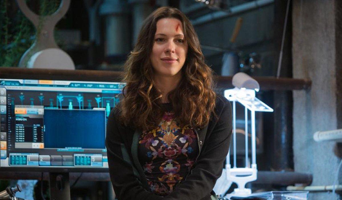 Iron Man 3 Dr. Maya Hansen sitting in a lab, slightly bloodied