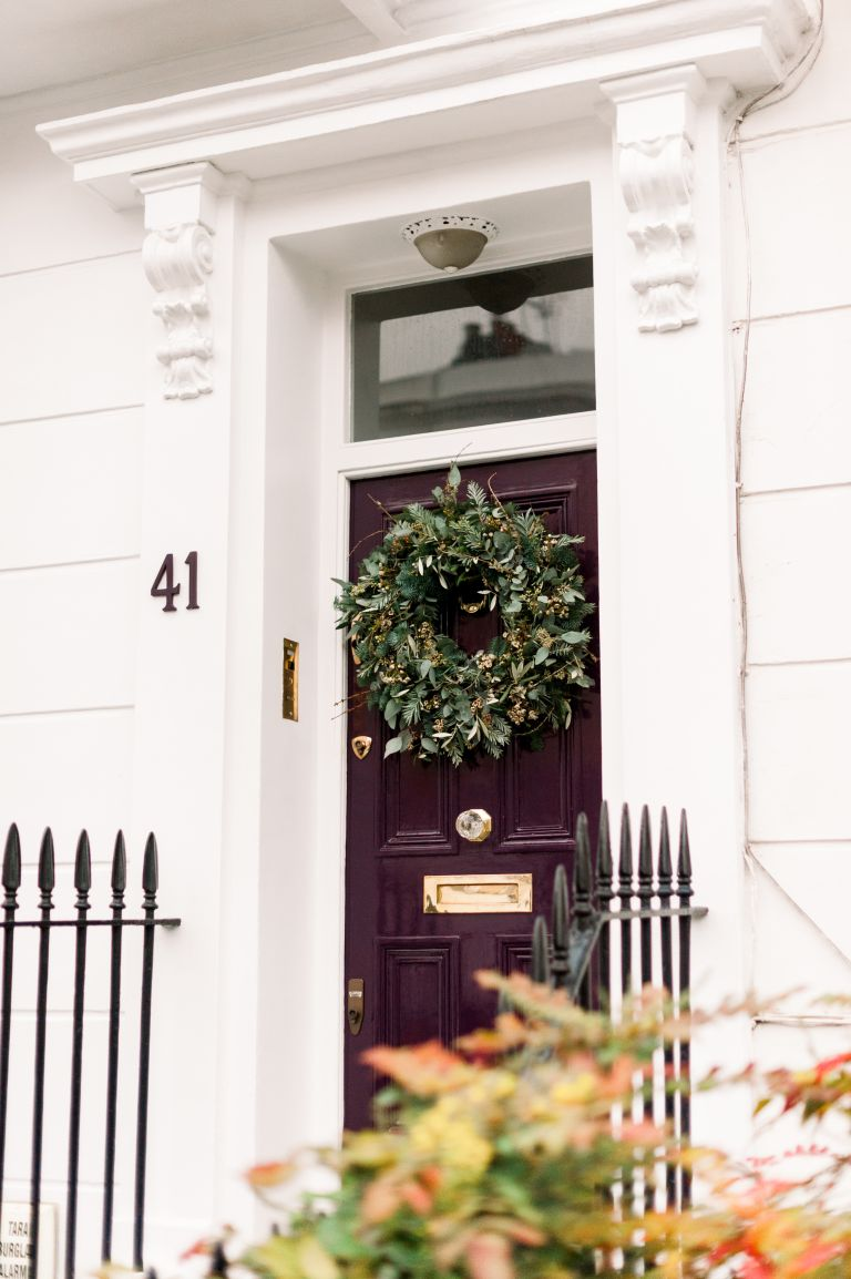 How to make a Christmas wreath, like the Christmas wreath on this front door