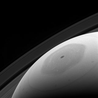 Giant Eye: Cassini Snaps Saturn Hexagon