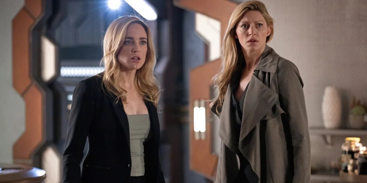 Caity Lotz as Sara Lance and Jes Macallan as Ava Sharpe in DC's Legends of Tomorrow.