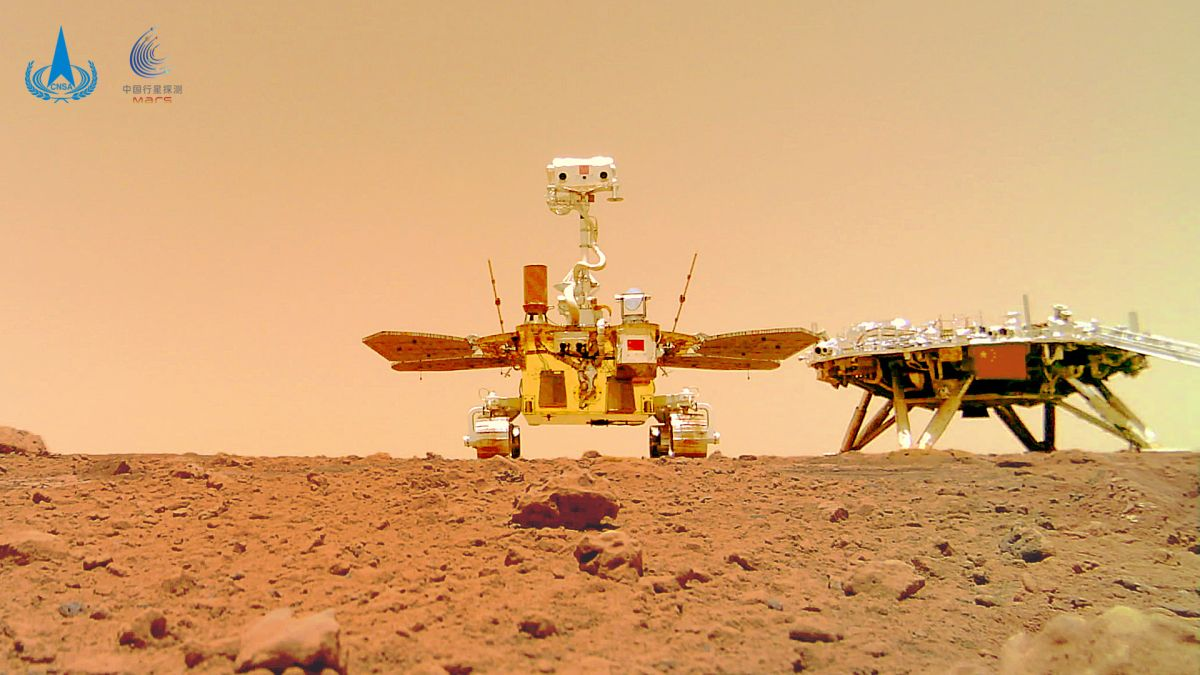 China's Mars rover Zhurong just snapped an epic self-portrait on the Red Planet (photos)