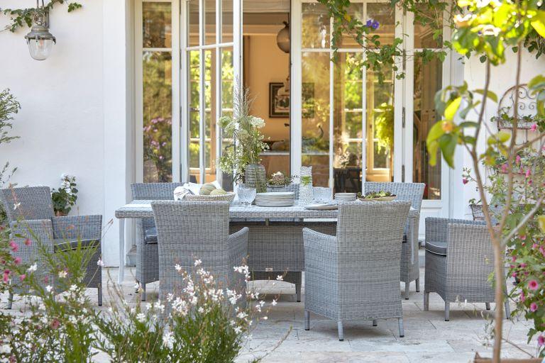 Outdoor entertaining - garden dining table