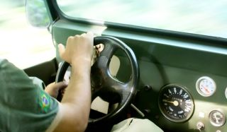 driver-car-110125-02
