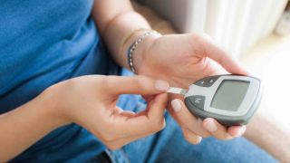 How to use a blood sugar monitor: Tips for easier testing