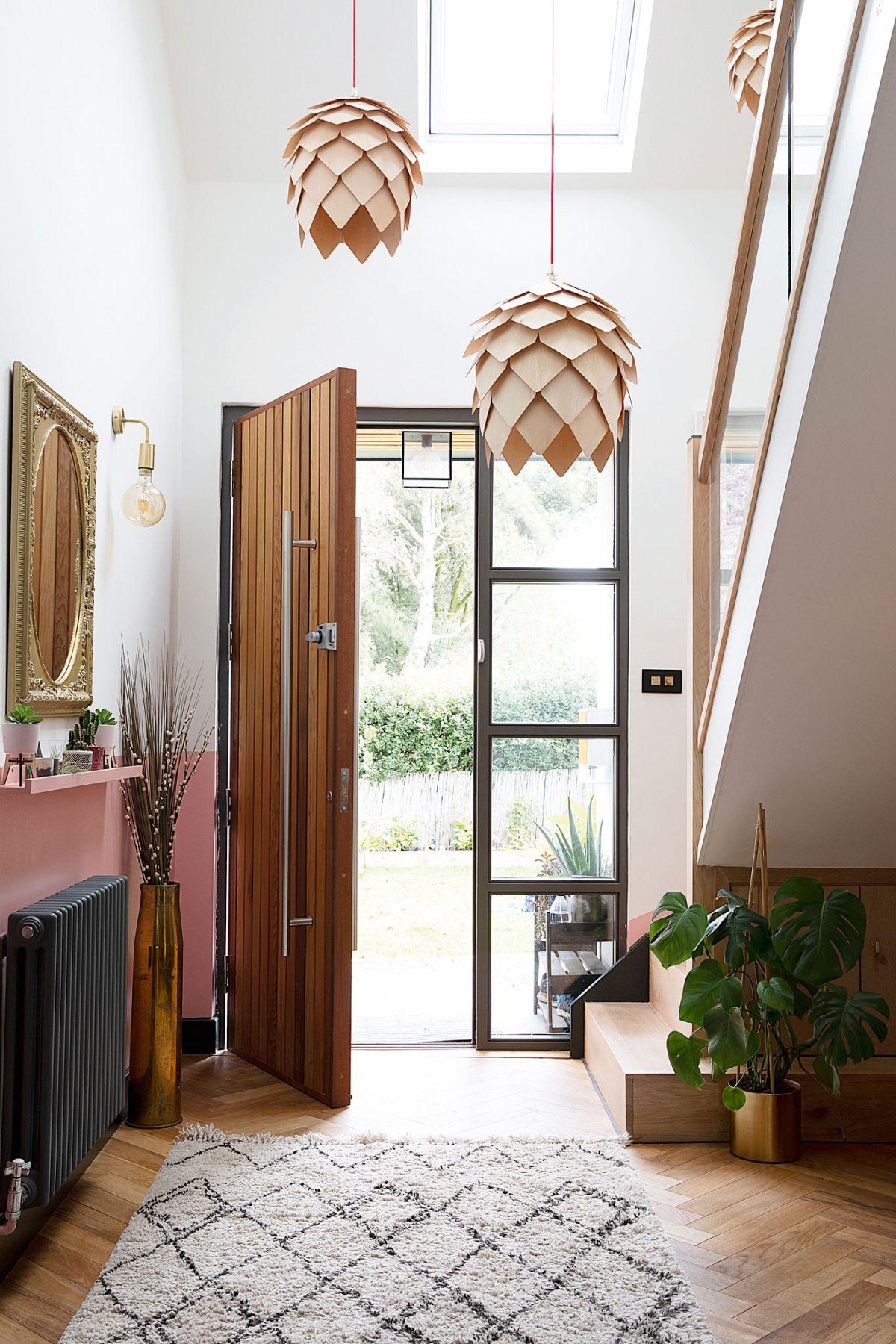 How to hang a door – 6 steps to replace a door yourself