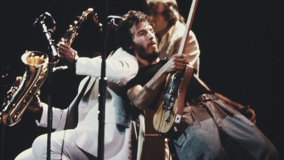 Watch Bruce Springsteen play Born To Run for the very first time in Europe, on November 18, 1975