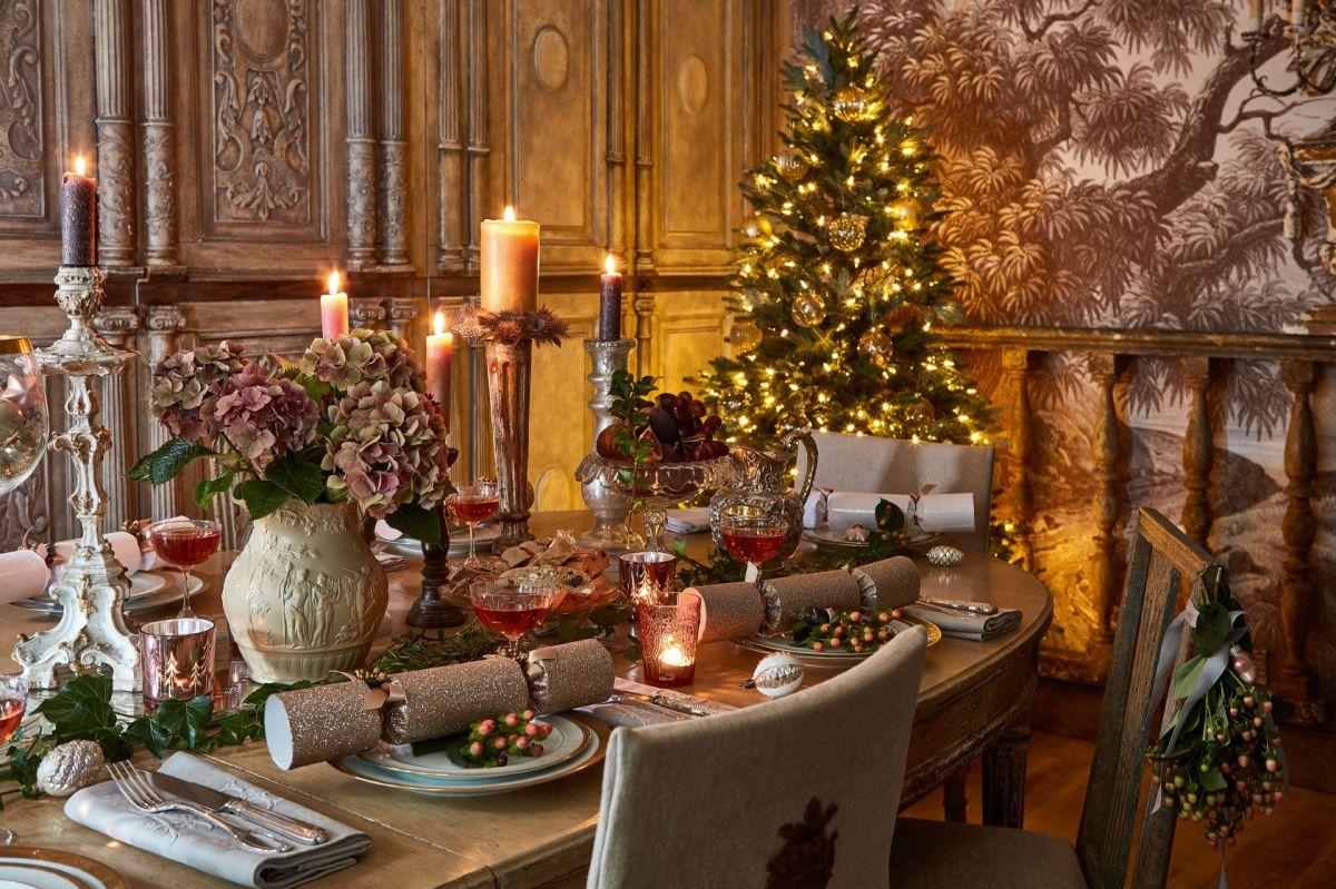 10 Beautiful Period Homes At Christmas Real Homes