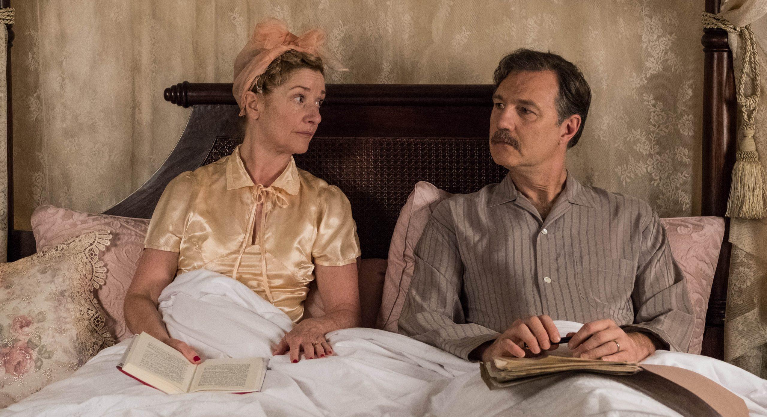 Sylvia y Walter Blackett discuten asuntos importantes antes de acostarse