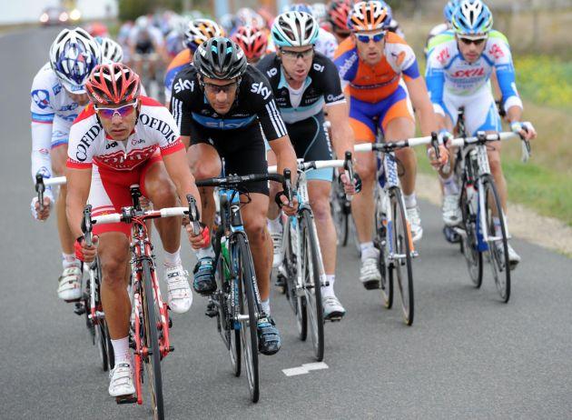 Leonardo Duque leads escape, Paris-Tours 2011