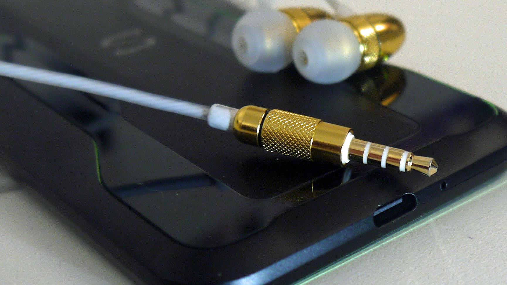 Exclusive Black Shark Flip Flops On Headphone Jacks In Its Phones Techradar
