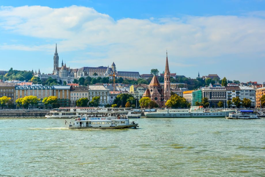 River cruises vs ocean cruises: which is best for you?