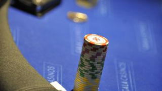 Man takes on machine at Texas Hold 'em poker