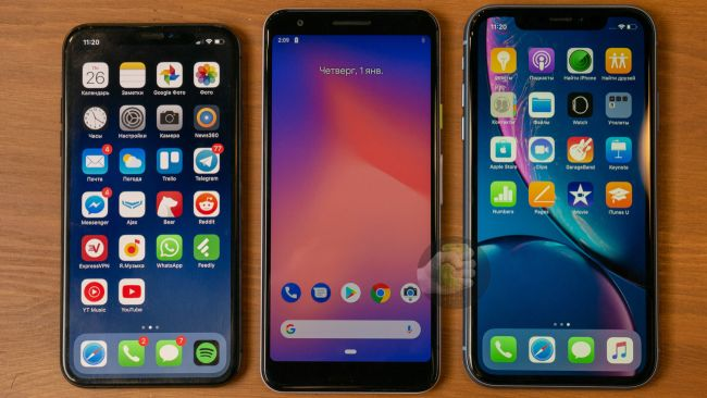 Kiri iPhone XS, tengah Google Pixel 3a, kanan iPhone XR.