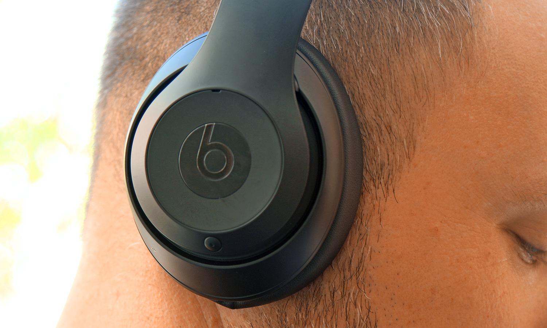 Beats Studio3 Wireless Headphones Review Big Bass Minor Bugs Tom S Guide