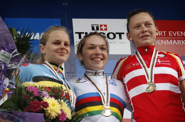 Lucy Garner wins junior women's road race, Road World Championships 2011