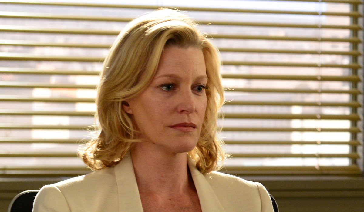 skyler white sitting in diner breaking bad