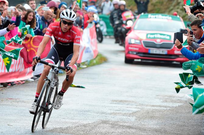 Alberto Contador finishes stage 17 at the Vuelta